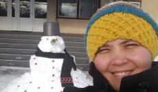 Hóember az iskola udvarán