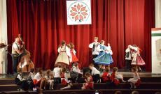A nagyobb gyerekek tánca