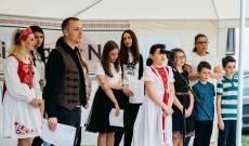 Fakultatív magyar oktatásra járó diákok egy csoportja