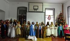 A petrozsényi magyar gyerekek betlehemes előadása az idősek karácsonyán