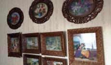 A Tanító néni gobelin munkái a Tanító bácsi által készített fakeretekben