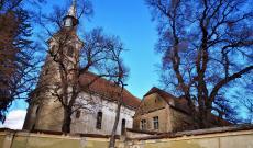 A segesdi szász evangélikus erődtemplom és az egykori lelkészi hivatal épülete