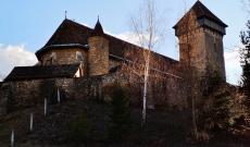 A malmkrog-i szász evangélikus erődtemplom; a település neve magyarul: Almakerék, ősi Apafi birtokközpont, korábban a család temetkezési helye