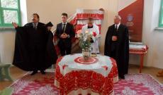 A református lelkész, a segédlelkész, a római katolikus plébános és az unitárius lelkész áldást kér a gyülekezetre