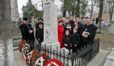 néhai Veress Sándor honvéd százados sírjánál a református Calvin temetőben
