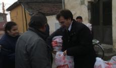 Csomagok osztása Újmoldován