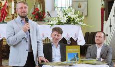 Szabó Ödön, Nagy Mihály Zoltán és ifj. Erdei János, a Szent Kereszt oltalmában című könyv bemutatóján