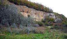 Távolabbi kép a hegy oldaláról