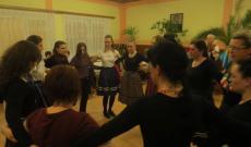 nők a táncházban