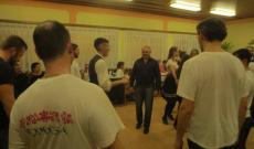 férfiak a táncházban
