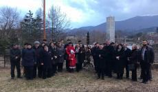 A helyi magyar egyházak és szervezetek képviselői egy elhelyeztek koszoruikat a szabadságharcban elesettek tiszteletére
