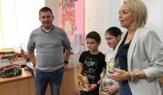 A diákok és tanáraik kölcsönösen ajándékokkal lepték meg egymást