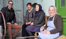 Konzul úr, Kósa Jolán kóbori tanítónő és a két Elza néni