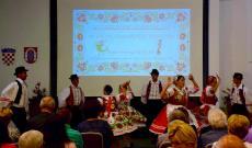 Dályhegyi ifjúsági csoport táncol