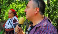 Csángó Bogdán Tibor megnyitja a délutáni műsort