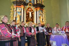 A moldvai Fredeluska Hagyományőrző Csoport énekel