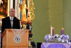 Balog Zoltán miniszteri biztos köszönetet mond a díjért