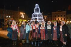 Pokolpataki asszonyok a Petőfi-ösztöndíjasokkal