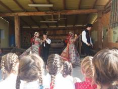 Mérai hagyományőrző táncosok