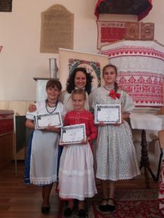 Három tanítványommal a díjkiosztó után. Nagyon büszke vagyok rájuk! :)