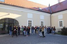 Az alsósztregovai Madách-kastély előtt