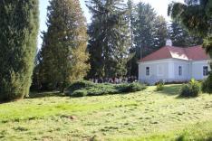 A Csesztvei Madách-kúria parkjában