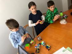 Rubik kocka foglalkozás Mogyorósi Hunorral_Divéky Adorján Hétvégi Iskola