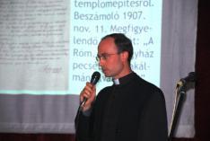 Szöllősi Tibor atya a templom történetéről mesél...