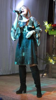 XIII. SULISZTÁR - Erős Henrietta, zsűritag, a XXVIII. TINI Ifjúsági Énekes Vetélkedő tini kategóriájának győztese