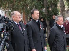Lezsák Sándor, az országgyűlés alelnöke, Soós Zoltán, konzul, és Szabó József, a fehéregyházi Petőfi Múzeum és Petőfi Művelődési Egyesület képviselője