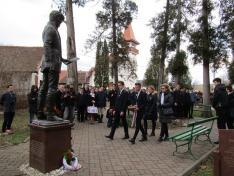Kiskunfélegyházi vendégeink főhajtása Petőfi szobránál