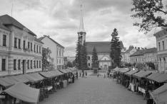 Székelyudvarhely történelmi főtere a református templommal