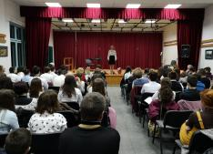 A közönség Veress Kincső szavalatát hallgatja