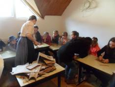 Kézműves foglalkozás régi karton újrahasznosításával