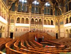 Parlamentben