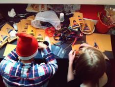 Karácsonyi üdvözlőlapok készülőben.