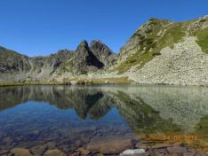 A Kapu-tó tükrében a Judele csúcs