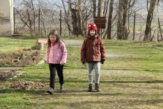 Gyerekek jöttek-mentek a kastély körül