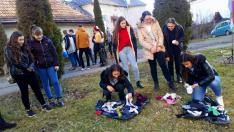 A lányok zokni párosító versenye