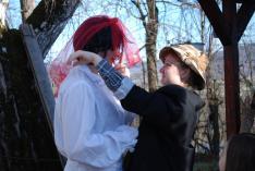 Az előadók készülődése: farsangi menyasszony és vőlegény