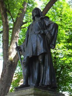 Mátyás király szobra Sajógömörben