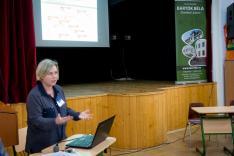 dr. Erdei Ildikó, a Bartók Béla Elméleti Líceum igazgatója előadás keretében ismertette temesvári kutatási tapasztalatait