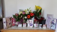 Tanítványaimtól kapott gyönyörű virágok és ajándékok