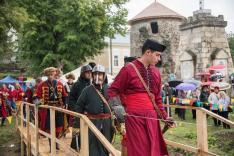 Hagyományőrzők a várkertben