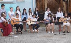 Gitár zenekar és énekkar