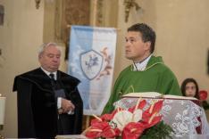 Kuglis Gábor Levente atya szentmise közben