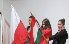 Zászlótartó cserkészek