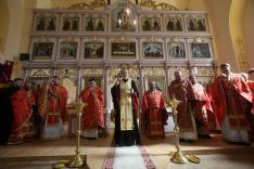 Milan Sasik püspök álást ad