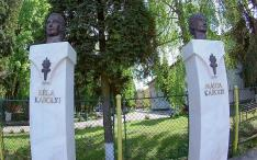 Károlyi Béla és Márta tornászedzők szobra - akik Déváról indulva hódították meg a tornasport világát