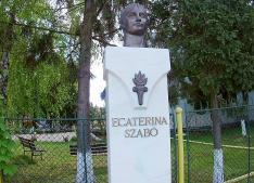 Szabó Katalin négyszeres olimpiai bajnok tornász szobra - aki háromszéken, Zágonban született